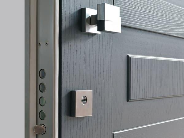 Montaggio-porta-di-sicurezza-blindata-Desio
